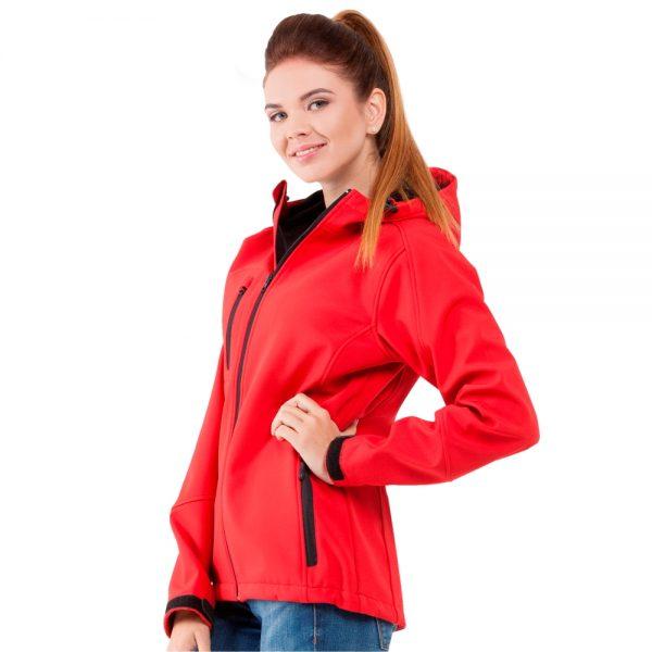 красная женская куртка с капюшоном материал софтшелл
