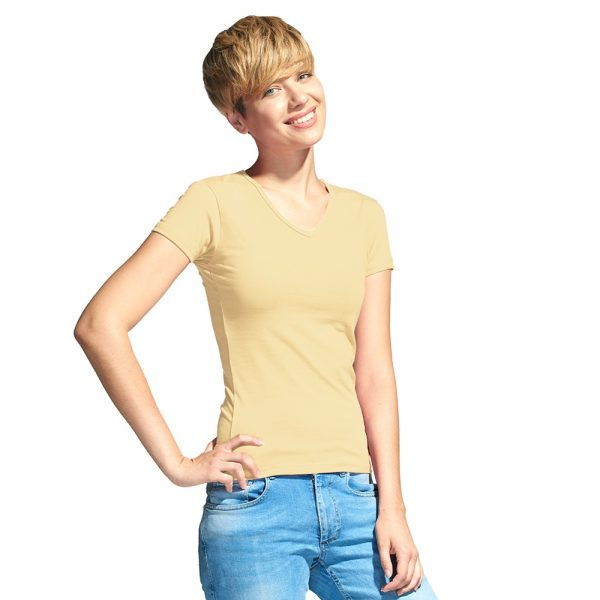бежевая женская футболка с V-вырезом