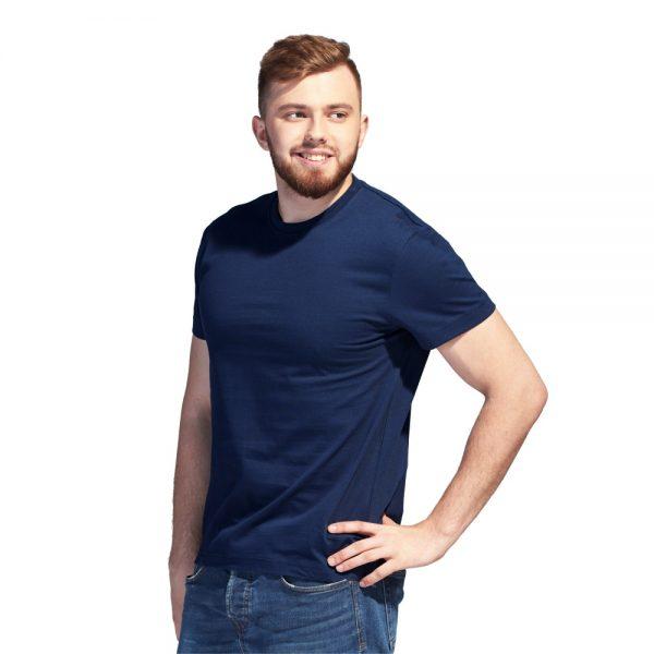 темно-синяя однотонная футболка высокой плотности